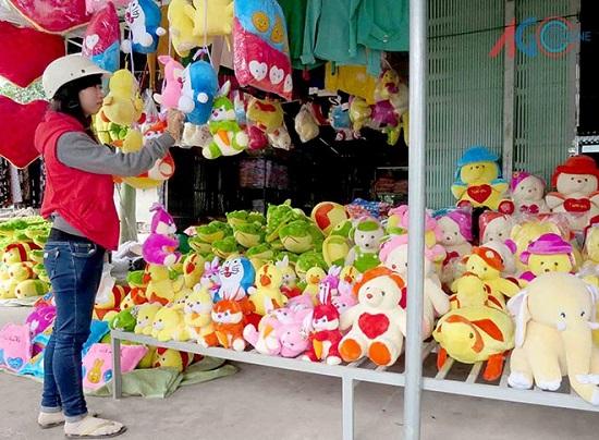 Có nên mua thú nhồi bông bán ở vỉa hè?